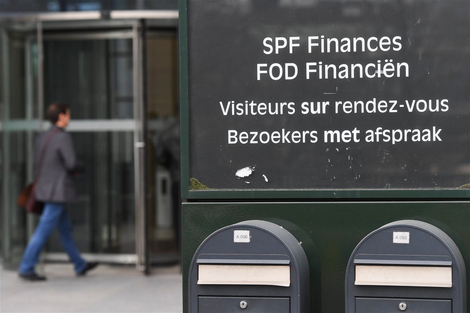 Un contribuable belge pousse la porte de l'administration fiscale belge
