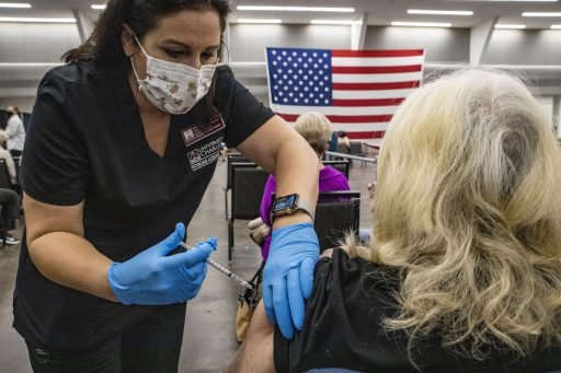 Les États-Unis franchissent un double cap symbolique dans la vaccination