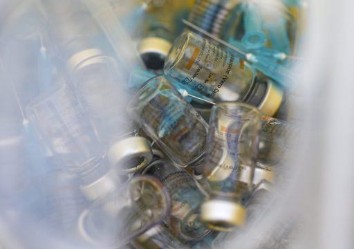 Le 3e pays le plus performant en termes de vaccination doit retourner… en confinement. Comment est-ce possible ?