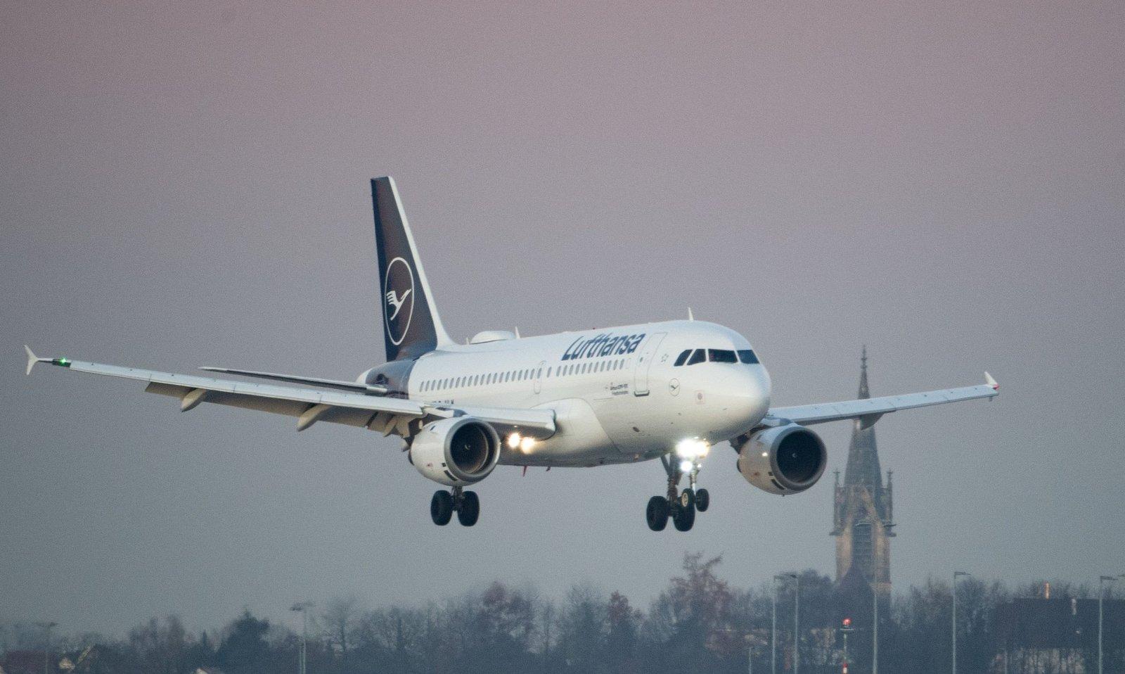 Lufthansa en KLM passen hun dienstregeling aan tegen het gevaar van besmetting. - Isopix.