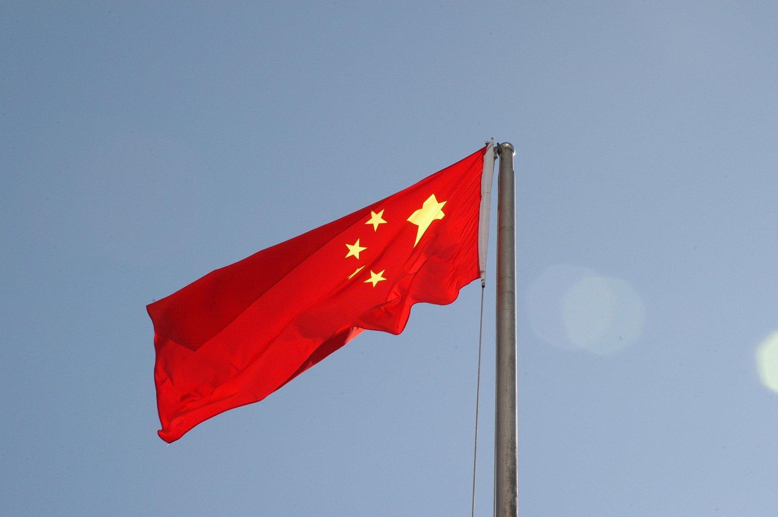 TikTok veut se défaire de son label de marque chinoise afin de rassurer les utilisateurs américains sur une ingérence de Pékin. Le réseau social espère aussi garantir son succès.