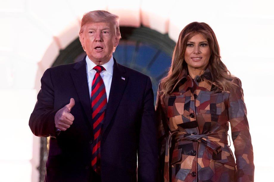 Donald Trump met zijn vrouw Melania. EPA-EFE/MICHAEL REYNOLDS