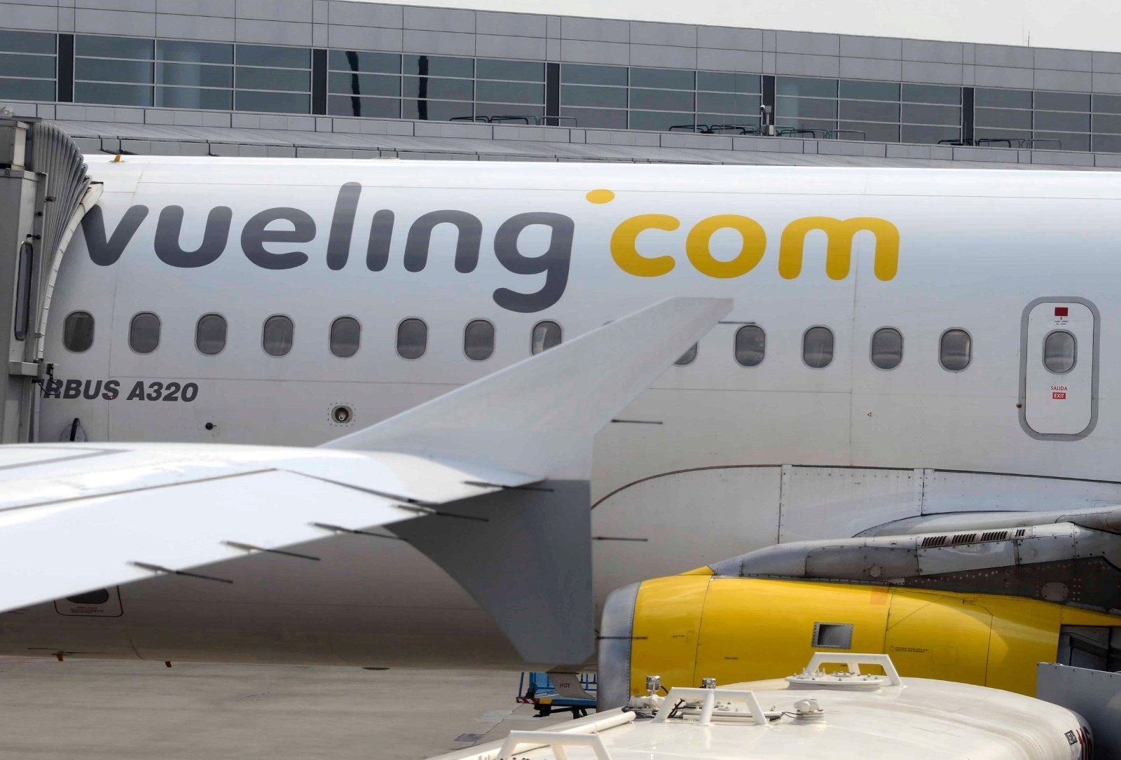 Een toestel met het logo van Vueling.