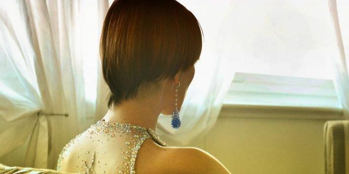 woman rich luxury jewels spending money