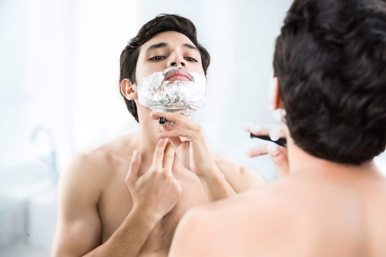 5 remèdes insolites pour arrêter le saignement quand vous vous coupez pendant le rasage