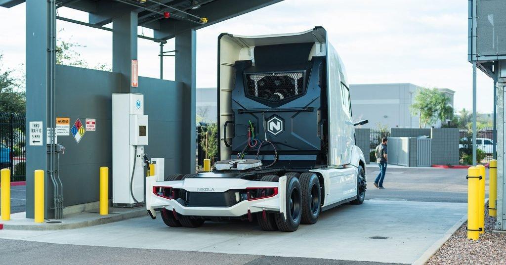 Camion Nikola borne recharge