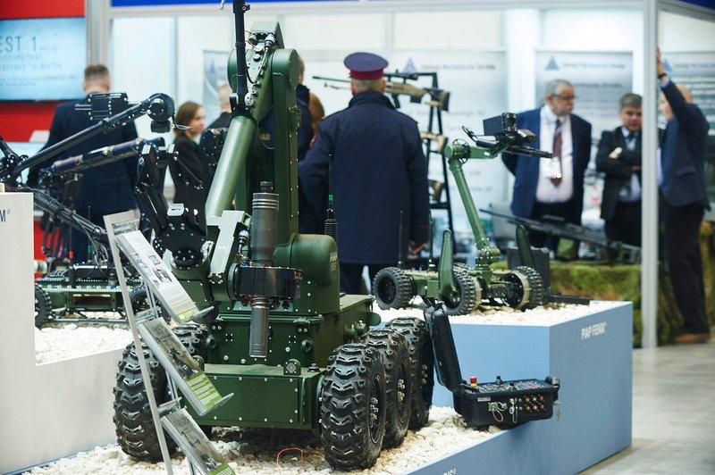 Des robots contrôlés à distance sont présenté à Salon international de la technologie et de l'équipement pour les services de police et de sécurité nationale, à Gdansk, en Pologne