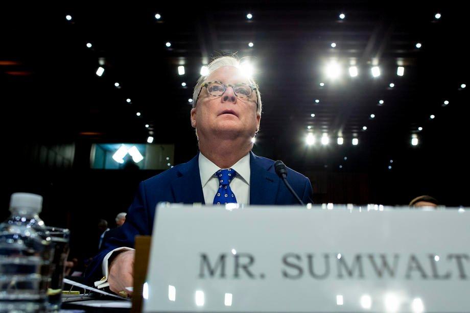 Robert Sumwalt, voorzitter van de nationale transportveiligheidsraad (NTSB) in de VS, zei op de hoorzitting dat Uber de voorbije maanden al veel inspanningen gedaan heeft om de veiligheid bij zelfrijdende wagens te verbeteren. - EPA-EFE/MICHAEL REYNOLDS